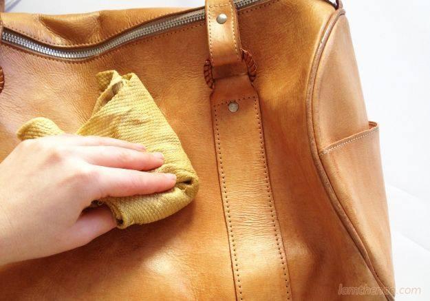 Làm sạch túi xách da bị mốc nhanh chóng trong 3 phút