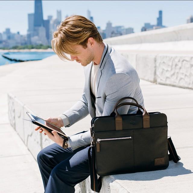 Thiết kế đơn giản và gọn gàng nên chiếc túi của Solo được dân công sở mua rất nhiều