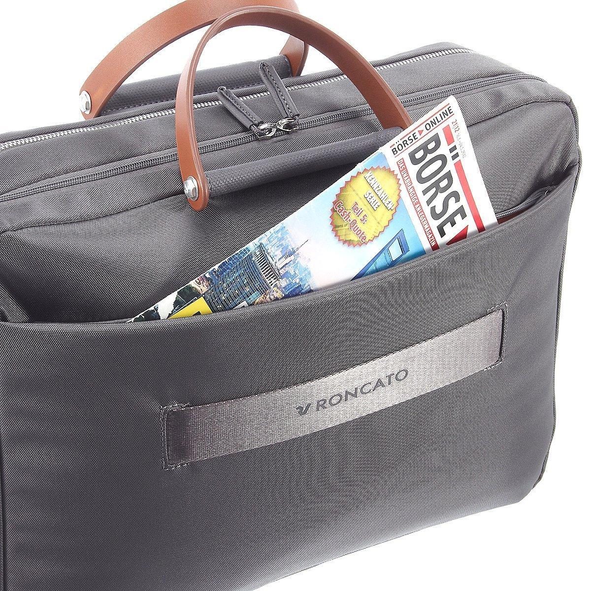 Chiếc túi xách Roncato có kích thước lớn dành cho ai đang tìm mua túi xách nam du lịch