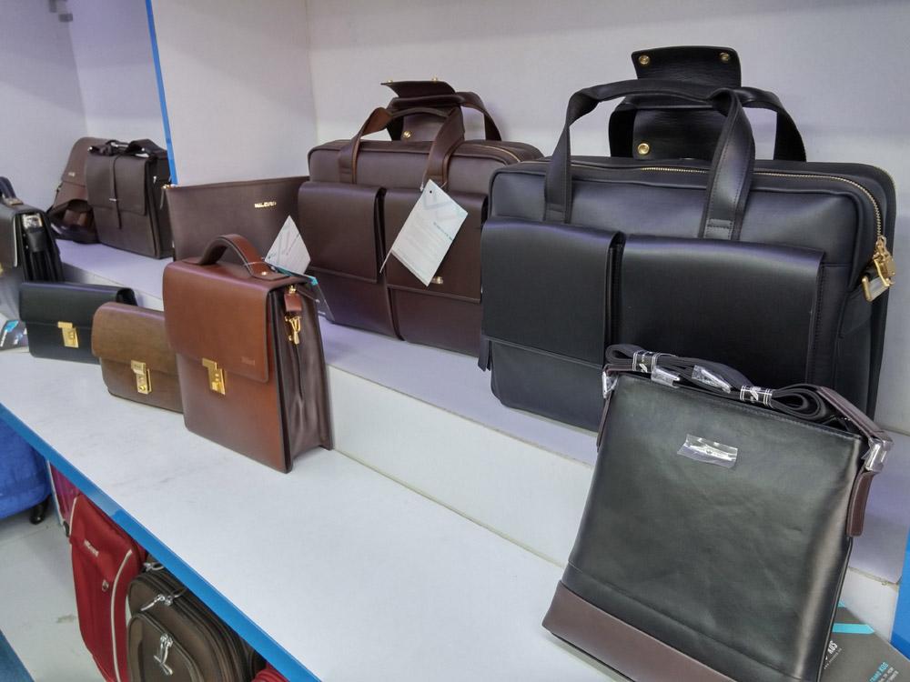 Cửa hàng bán túi xách nam doanh nhân