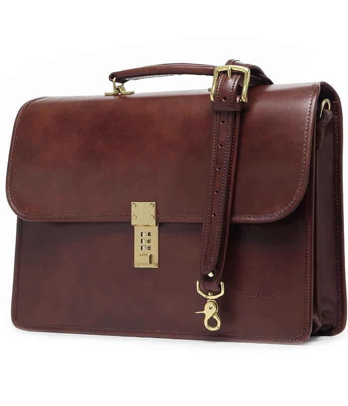 Chất liệu cao cấp đã giúp chiếc túi xách nam này trở thành item đắt giá cho giới thượng lưu