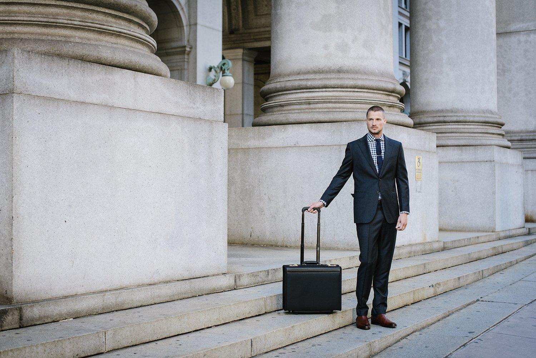Chiếc túi xách cá tính vô cùng thích hợp cho ai đang mua túi xách nam đi công tác