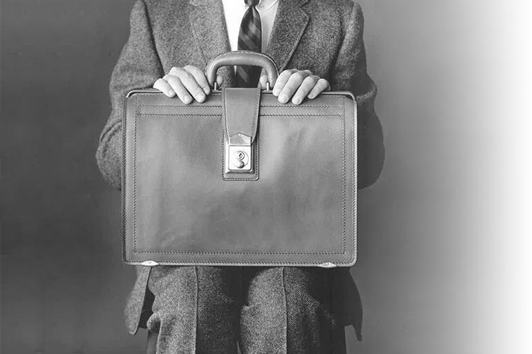 Lịch sử hình thành và phát triển của thương hiệu túi xách da nam Korchmar