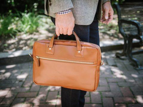 Túi đựng laptop sành điệu – món quà ý nghĩa cho ngày Nhà giáo