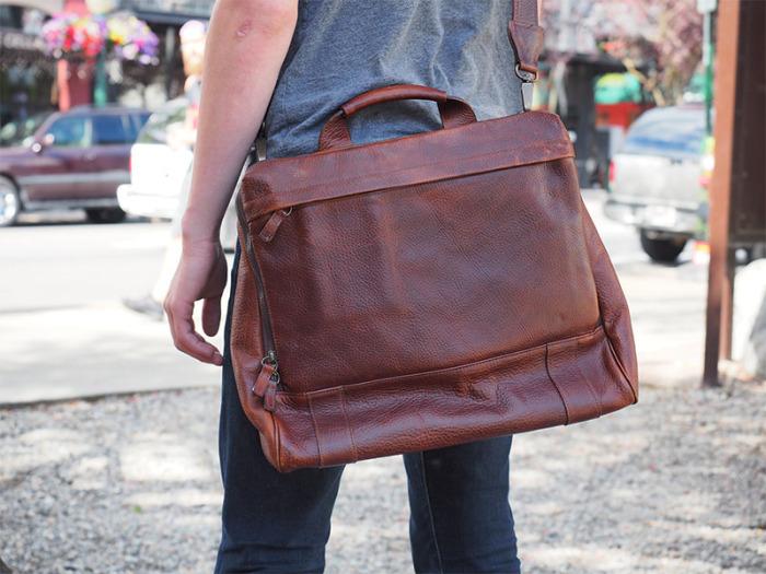 Những chiếc túi xách có gam màu cổ điển sẽ đem lại sự nhã nhặn, lịch thiệp