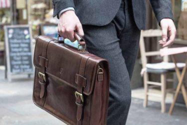 Hướng dẫn lựa chọn túi xách công sở bằng da cho nam giới