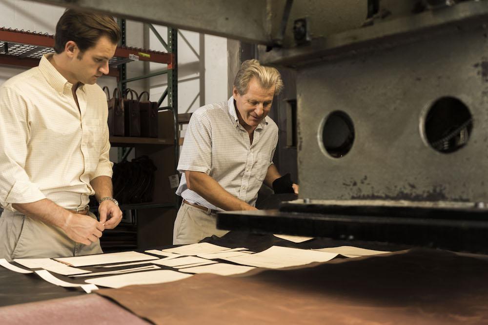Tại nhà máy của Korchmar, những người công nhân cẩn thận và tỉ mì làm ra những chiếc túi xách chất lượng nhất