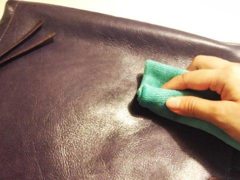 Cách bảo quản túi da ngày mưa nắng