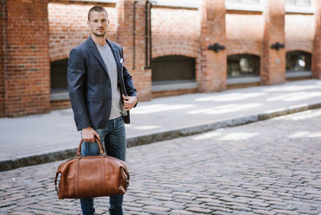 Cách chọn size túi xách nam giúp chàng béo ăn gian cân nặng