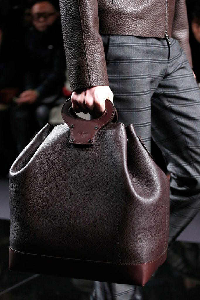 Mua túi xách nam theo mục đích sử dụng