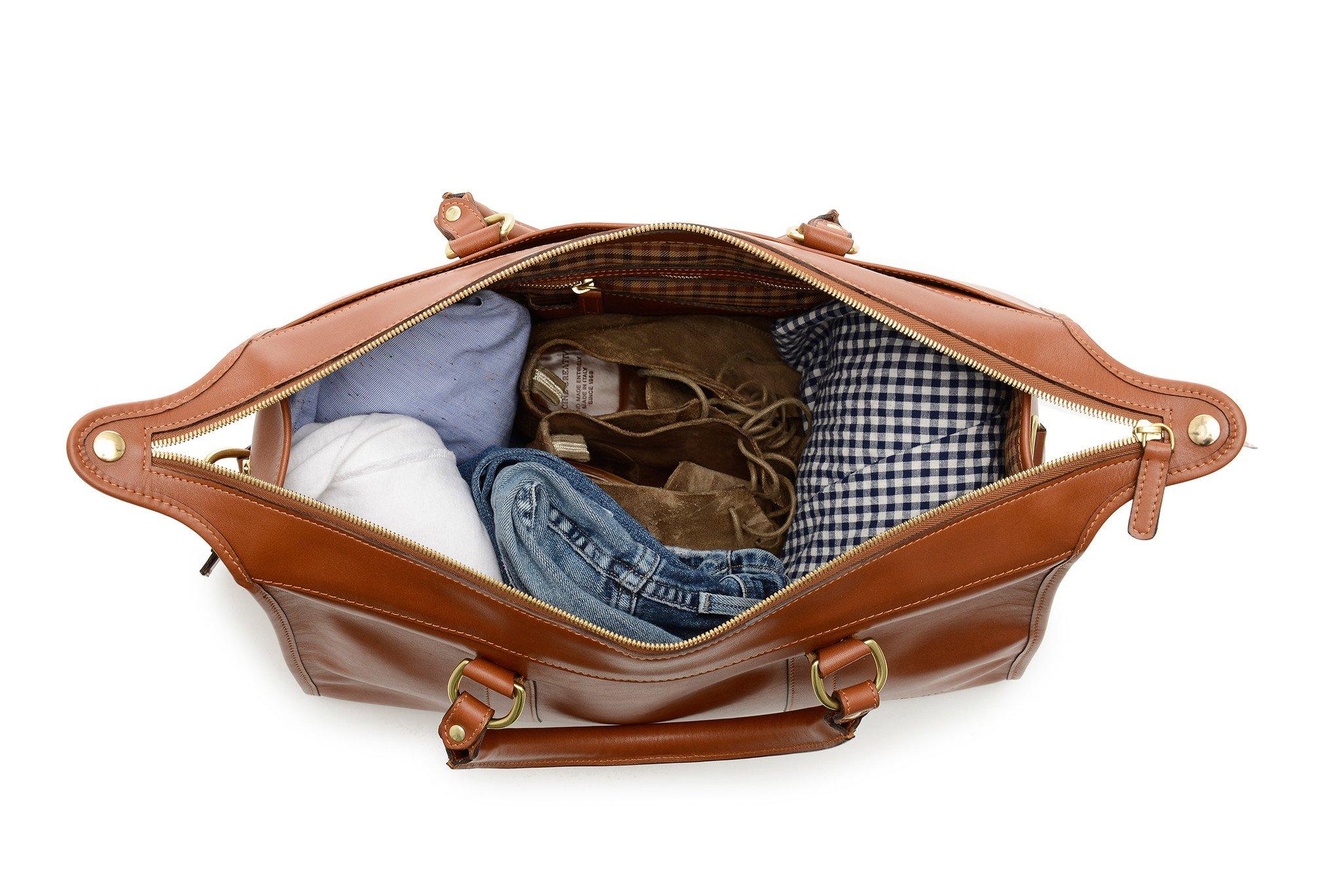 Bạn đang muốn mua túi xách nam du lịch thì đây là item không thể bỏ qua