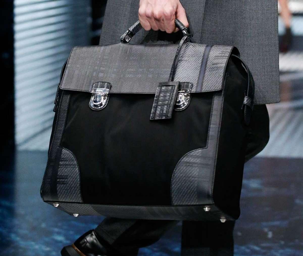 Một trong những item bán chạy nhất của Prada
