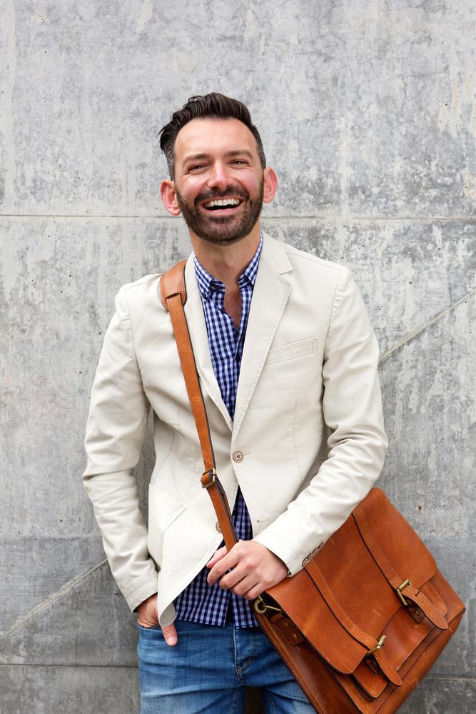 Lựa chọn túi xách nam công sở cho những bộ vest hiện đại