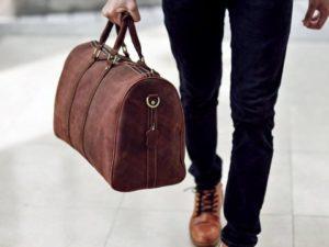 cách chọn túi xách nam phù hợp