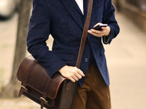 Túi xách nam màu nào dễ phối trang phục nhất