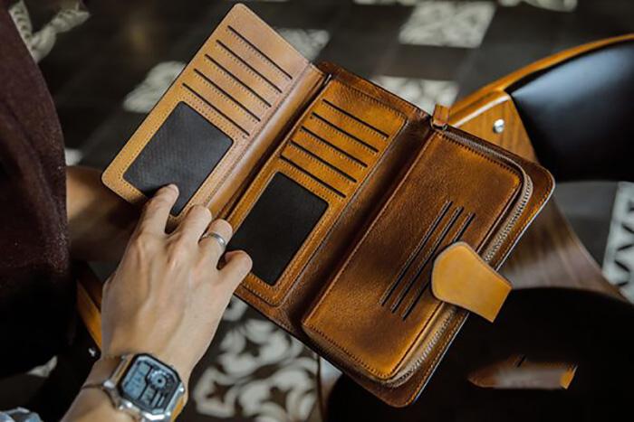 Mẫu ví cầm tay nam dành cho doanh nhân
