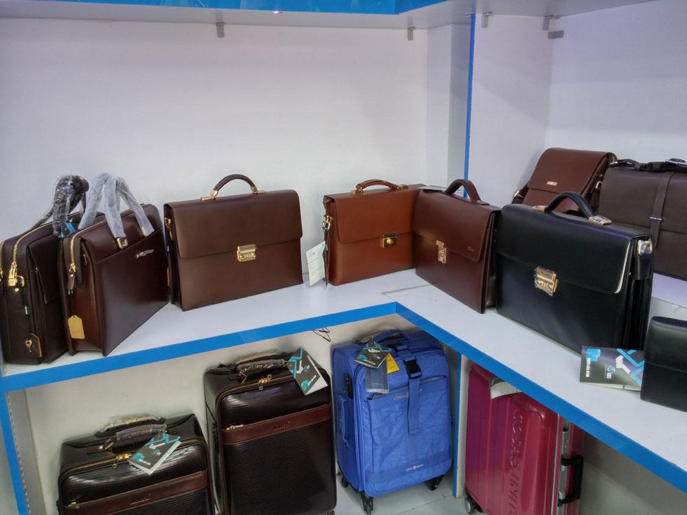 Túi xách nam hợp dáng người