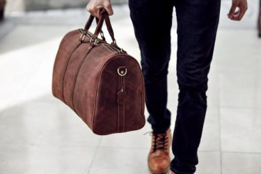 Túi xách – phụ kiện không thể thiếu trong mùa du lịch