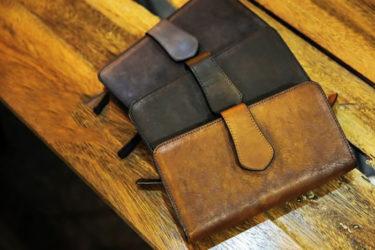 Top 3 mẫu ví da nam cầm tay ấn tượng dành cho doanh nhân